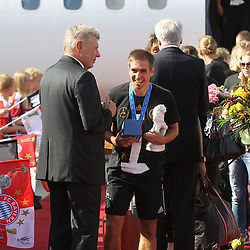 15.07.2014, Flughafen, Muenchen, GER, FIFA WM, Empfang der Weltmeister in Deutschland, Finale, im Bild Philipp Lahm #16 (Deutschland) kommt aus der Maschine und wird von Dieter Reiter (Oberbuergermeister Muenchen) begruesst // during Celebration of Team Germany for Champion of the FIFA Worldcup Brazil 2014 at the Flughafen in Muenchen, Germany on 2014/07/15. EXPA Pictures © 2014, PhotoCredit: EXPA/ Eibner-Pressefoto/ Kolbert  *****ATTENTION - OUT of GER*****