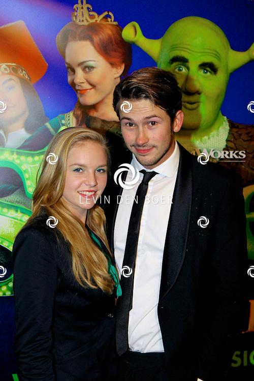 AMSTERDAM - In het RAI Theater is de Galapremiere SHREK de Musical gestart. Met op de groene loper  Raynor Arkenbout en vriendin Sietske van der Bijl. FOTO LEVIN DEN BOER - PERSFOTO.NU
