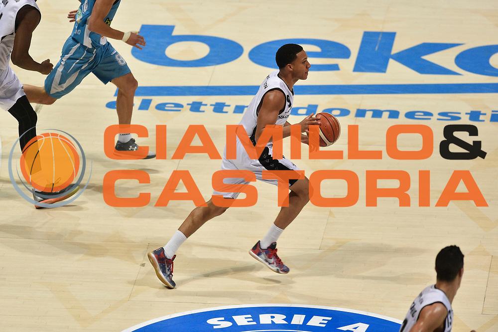 DESCRIZIONE : Bologna Lega A 2015-16 Obiettivo Lavoro Bologna Betaland Capo D&rsquo;Orlando<br /> GIOCATORE : Abdul Gaddy<br /> CATEGORIA : contropiede sequenza<br /> SQUADRA : Obiettivo Lavoro Bologna<br /> EVENTO : Campionato Lega A 2015-2016<br /> GARA : Obiettivo Lavoro Bologna Betaland Capo D&rsquo;Orlando<br /> DATA : 18/10/2015<br /> SPORT : Pallacanestro <br /> AUTORE : Agenzia Ciamillo-Castoria/GiulioCiamillo<br /> Galleria : Lega Basket A 2015-2016<br /> Fotonotizia : Bologna Lega A 2015-16 Obiettivo Lavoro Bologna Betaland Capo D&rsquo;Orlando