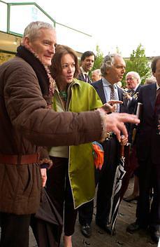 Barbara Amiel, Charles Moore and James Dyson, Chelsea Flower Show. 19 May 2003. © Copyright Photograph by Dafydd Jones 66 Stockwell Park Rd. London SW9 0DA Tel 020 7733 0108 www.dafjones.com