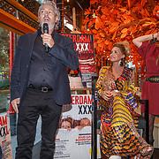 NLD/Amsterdam/20180925 - Presentatie nr.8 magazine XXXL, Mark teurlings en Conny van Gun - Witteman samen met Jimena Rico