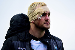 Andrew Davidson of Glasgow Warriors is bandaged up after leaving the pitch with a head injury - Ryan Hiscott/JMP - 25/10/19 - SPORT - Rodney Parade - Newport, Wales -