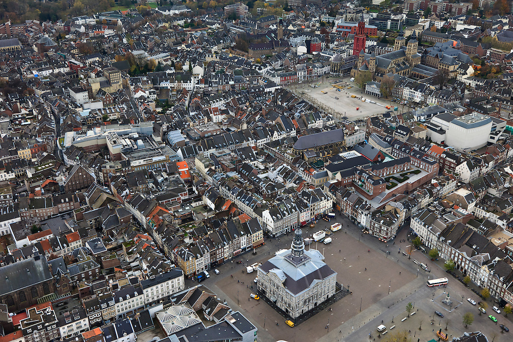 Nederland, Limburg, Maastricht, 15-11-2010;.Het stadhuis op de Markt in het centrum van Maastricht. Vrijthof met Sint Servaasbasiliek en de rode toren van de Sint Janskerk,.luchtfoto (toeslag), aerial photo (additional fee required).foto/photo Siebe Swart