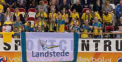 21-02-2016 NED: Bekerfinale Abiant Lycurgus - Landstede Volleybal, Almere<br /> Lycurgus viert een feestje als zij de Nationale beker winnen door Landstede Volleybal met 3-1 te verslaan / Zwolle publiek support