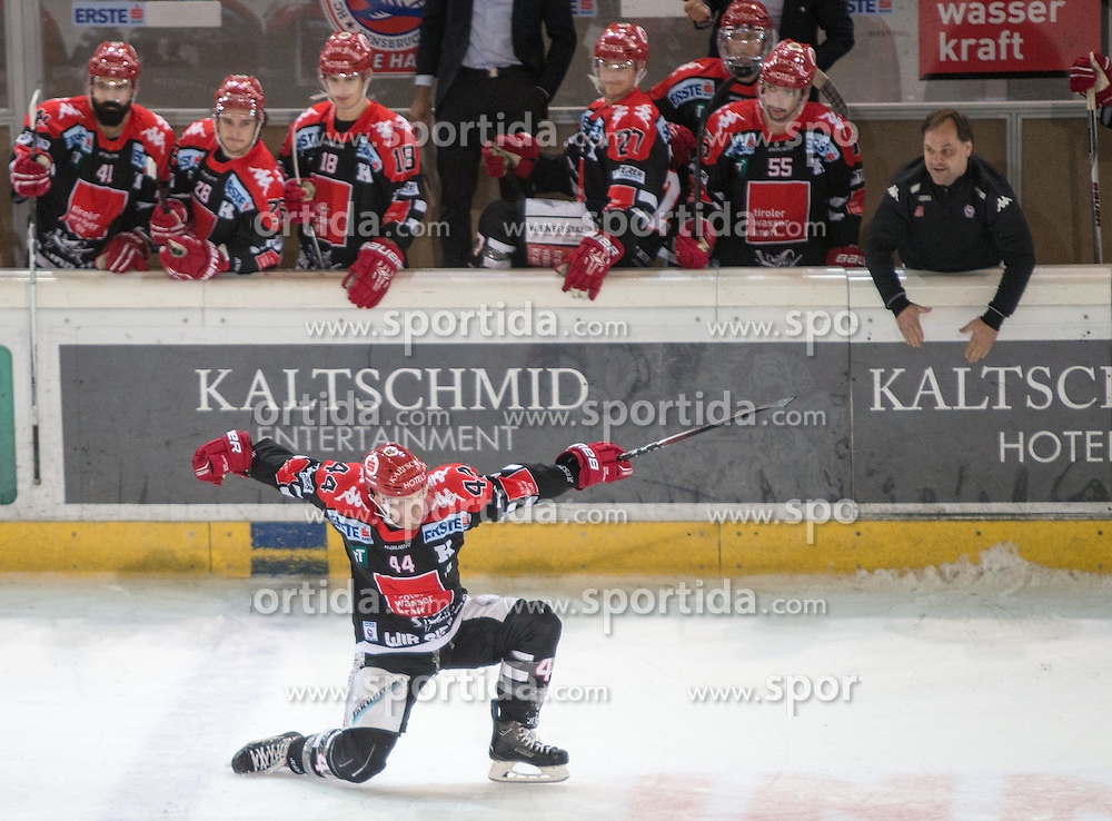 11.10.2015, Tiroler Wasserkraft Arena, Innsbruck, AUT, EBEL, HC TWK Innsbruck die Haie vs Dornbirner Eishockey Club, 10. Runde, im Bild Torjubel HC TKW Innsbruck Die Haie nach dem Tor zum 3:2 durch Jeff Ulmer (HC TWK Innsbruck Die Haie) // during the Erste Bank Icehockey League 10th round match between HC TWK Innsbruck  die Haie and Dornbirner Eishockey Club at the Tiroler Wasserkraft Arena in Innsbruck, Austria on 2015/10/11, EXPA Pictures © 2015, PhotoCredit: EXPA/ Jakob Gruber