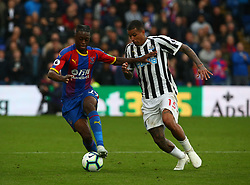 September 22, 2018 - London, England, United Kingdom - L-R Crystal Palace's Aaron Wan-Bissaka holds of  Newcastle United's Kenedy.during Premier League between Crystal Palace and Newcastle United  at Selhurst Park Stadium , London , England on 22 Sept 2018. (Credit Image: © Action Foto Sport/NurPhoto/ZUMA Press)
