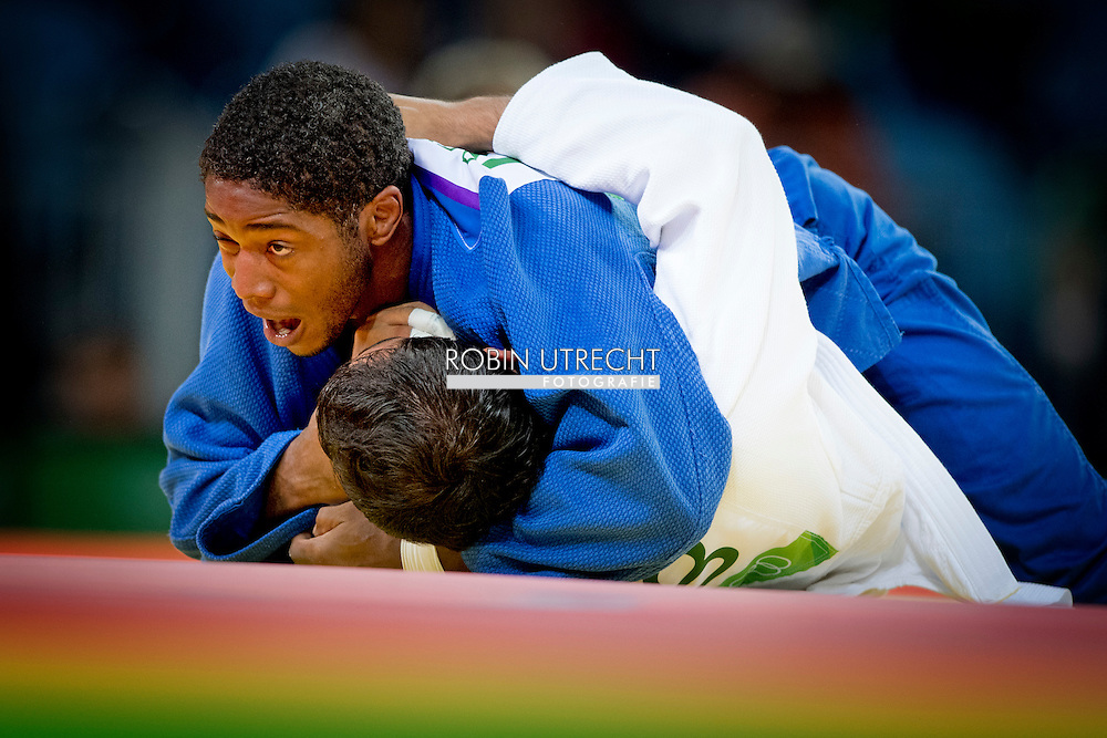RIO DE JANEIRO - Dex Elmont tijdens het judotoernooi in de Carioca Arena tegen de Oezbeek Mirali Sharipov op de Olympische Spelen van Rio. ANP ROBIN UTRECHT
