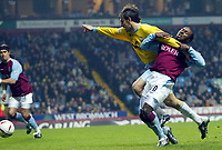 Fotball<br /> Carling Cup England<br /> 03.12.2003<br /> Aston Villa v Crystal Palace<br /> Darius Vassell - Villa<br /> Tony Popovic - Palace<br /> Foto: Anders Hoven, Digitalsport