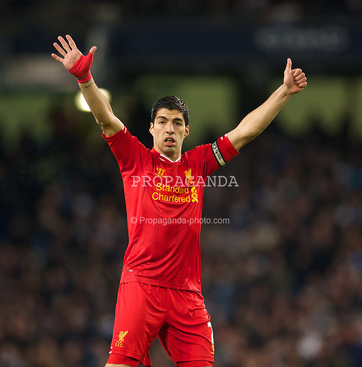 MANCHESTER, ENGLAND - Boxing Day Thursday, December 26, 2013: Liverpool's captain Luis Suarez in action against Manchester City during the Premiership match at the City of Manchester Stadium. (Pic by David Rawcliffe/Propaganda)