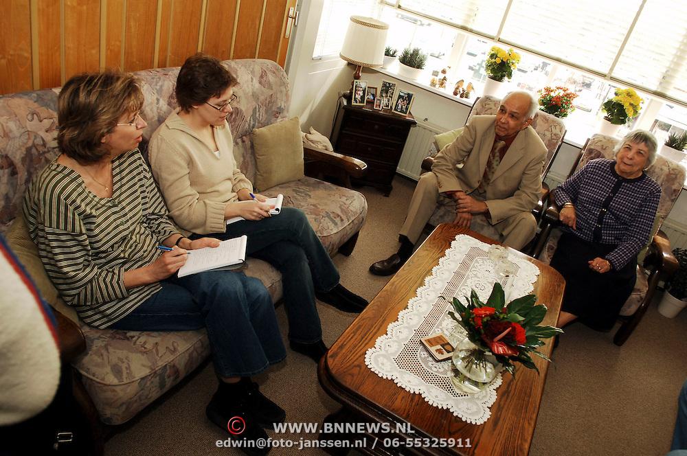NLD/Huizen/20060413 - 60 Jarig huwelijk fam. Thijssen - Janssen Oostermeent Noord 112 Huizen, bezoek van burgemeester van Gils