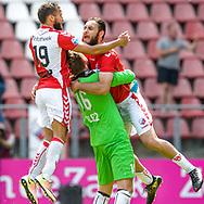 28-05-2017: Voetbal: FC Utrecht v AZ: Utrecht<br /> <br /> (L-R) FC Utrecht speler Nacer Barazite wordt omhelst na de beslissende strafschop tijdens het Eredivisie duel tussen FC Utrecht en AZ op 28 mei 2017 in stadion Galgenwaard tijdens de finale play-offs <br /> <br /> Finale Play-offs, Eredivisie - Seizoen 2016 / 2017<br /> <br /> Foto: Gertjan Kooij