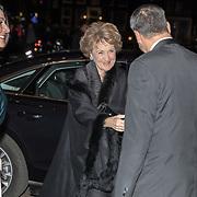 NLD/Amsterdam/20191114 - Prinses Beatrix en Prinses Margriet bij jubileum Dansersfonds, Aankomst Prinses Margriet