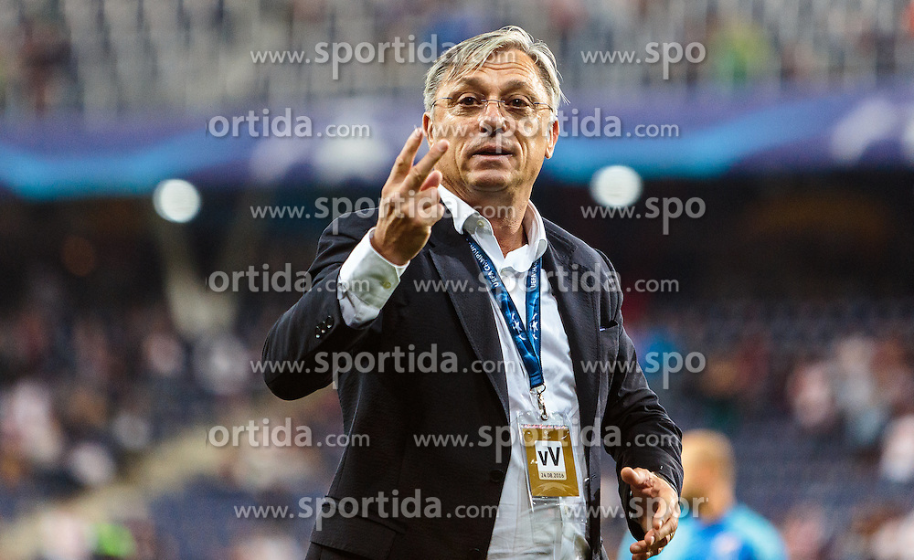 24.08.2016, Red Bull Arena, Salzburg, AUT, UEFA CL, FC Red Bull Salzburg vs Dinamo Zagreb, Play off, Rueckspiel, im Bild Trainer Zlatko Kranjcar (GNK Dinamo Zagreb) // during the UEFA Championsleague Play off 2nd Leg Match between FC Red Bull Salzburg and Dinamo Zagreb at the Red Bull Arena in Salzburg, Austria on 2016/08/24. EXPA Pictures © 2016, PhotoCredit: EXPA/ JFK