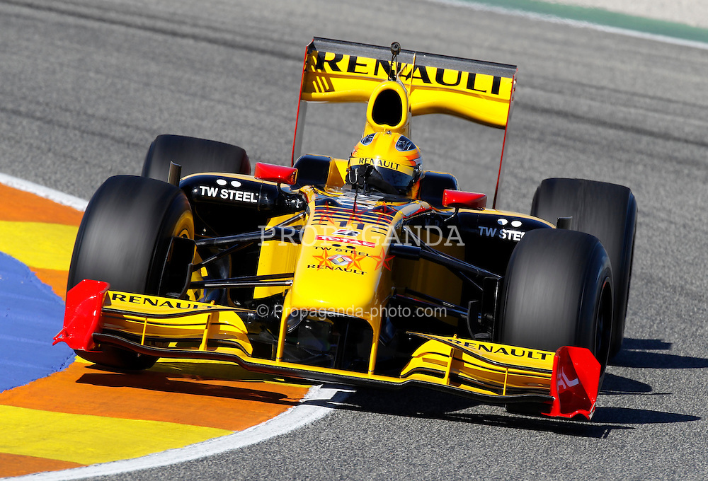 VALENCIA, SPAIN - Monday, February 1, 2010: Robert Kubica (Renault F1 Team) during testing at the Ricardo Tormo Circuit de la Comunitat Valenciana. (Pic by Juergen Tap/Hoch Zwei/Propaganda)
