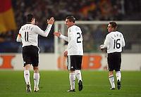 Fussball      EM Qualifikation    17.11.07 Deutschland - Zypern MIroslav KLOSE, Lukas PODOLSKI und Philipp LAHM (von li nach re , alle GER) freuen sich nach dem Treffer zum 2:0.