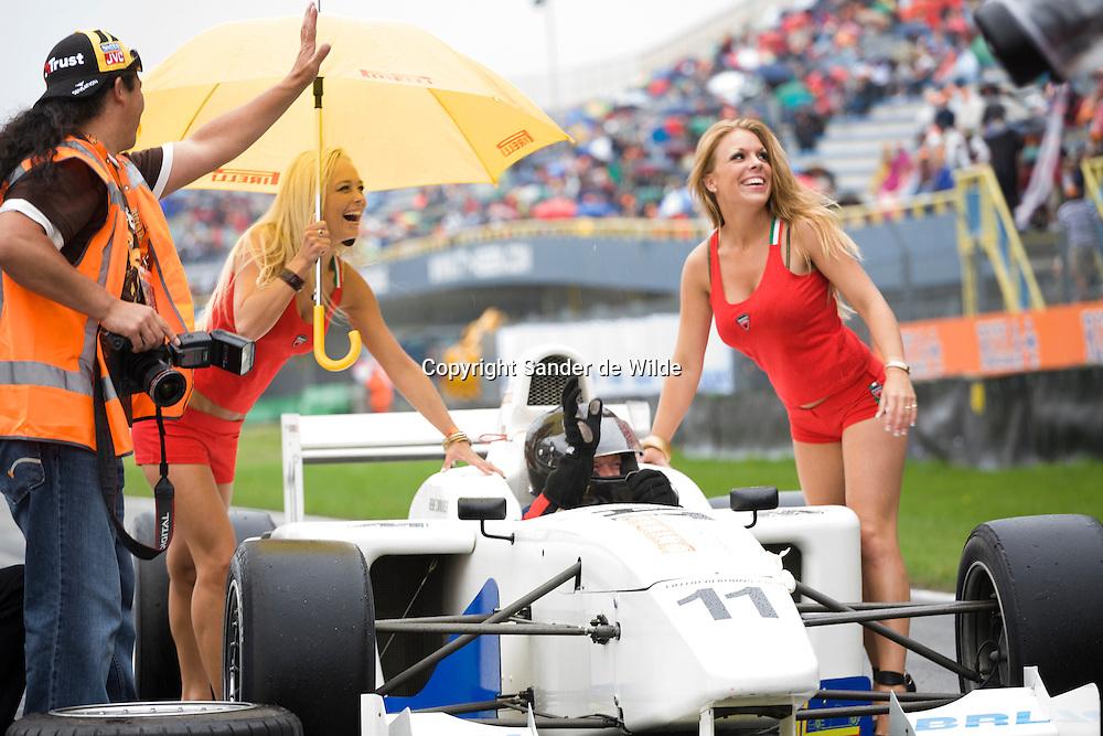 Rizla Racing days op het TT circuit in Assen 2008. Promotiedames bij formule 1 wagen.