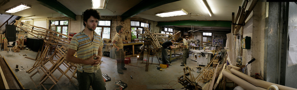 Conrad Shawcross in his studio in Clapton. Assistants: Ben Howard ( goatee) and Rob Dowling ( beard)  helping. London E5. 13 September 2006. ONE TIME USE ONLY - DO NOT ARCHIVE  © Copyright Photograph by Dafydd Jones 66 Stockwell Park Rd. London SW9 0DA Tel 020 7733 0108 www.dafjones.com