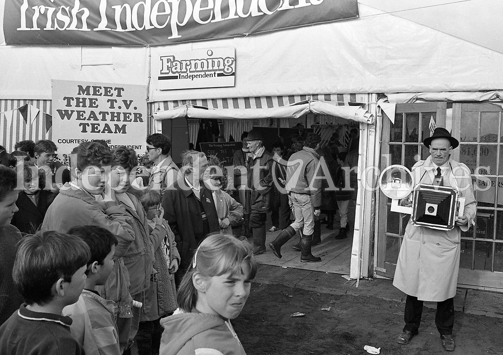 The National Ploughing Championship in Carlow, Irish Independent Farming Both, 11/10/1989 (Part of the Independent Newspapers Ireland/NLI Collection).