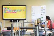 Nederland, Malden, 27-6-2017 Vandaag staken de leerkrachten van het basisonderwijs het eerste uur van de dag. Ze zijn wel aanwezig op school. Foto: Flip Franssen
