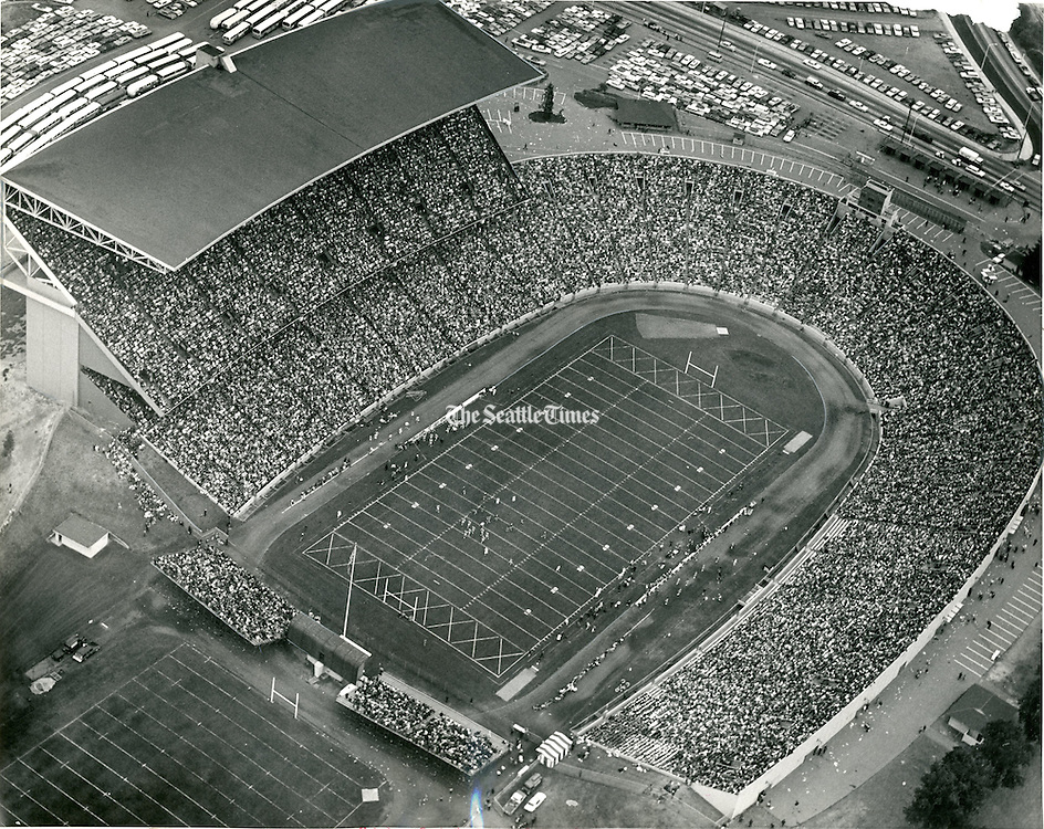 In 1965, 53,000 fans all but filled the University of Washington Stadium to see the Huskies defeat the University of Idaho, 19 to 7, in the season opener.<br />
