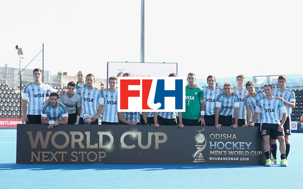 LONDON, ENGLAND - JUNE 25:  Argentina players pose with their runners up trophy after the final match between Argentina and the Netherlands on day nine of the Hero Hockey World League Semi-Final at Lee Valley Hockey and Tennis Centre on June 25, 2017 in London, England.  (Photo by Alex Morton/Getty Images)