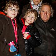NLD/Harderwijk/20100320 - Opening nieuwe Dolfinarium seizoen met nieuwe show, Koos Alberts met partner Joke en kleinkind