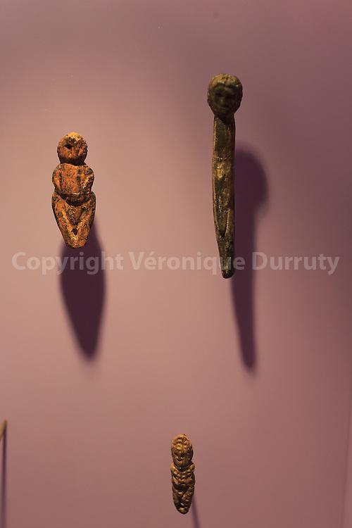 statuette, Brassempouy museum, Landes, France // Statuettes, Musee de Brassempouy, Landes, France