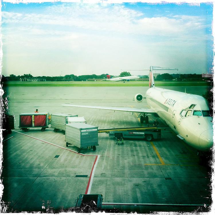 Delta plane at the gate in Minneapolis. (Sam Lucero photo)