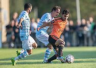 Essam Salamoun (Hillerød) følges af Daniel Norouzi og Frederik Bay (FC Helsingør) under kampen i 2. Division mellem Hillerød Fodbold og FC Helsingør den 21. august 2019 på Hillerød Stadion (Foto: Claus Birch).