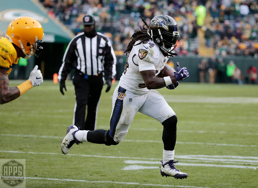 Baltimore Ravens running back Alex Collins (34) scores a 3-yard touchdown late in the 4th quarter. <br /> The Green Bay Packers hosted the Baltimore Ravens at Lambeau Field Sunday, Nov. 19, 2017. The Packers lost 23-0. STEVE APPS FOR THE STATE JOURNAL.