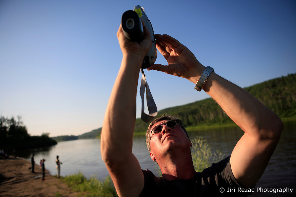 CANADA ALBERTA EDMONTON 24JUL09 - Greenpeace Germany campaigner Christoph von Lieven tests water samples of the river Athabasca at Fort McMurray, northern Alberta, Canada...jre/Photo by Jiri Rezac / GREENPEACE..© Jiri Rezac 2009