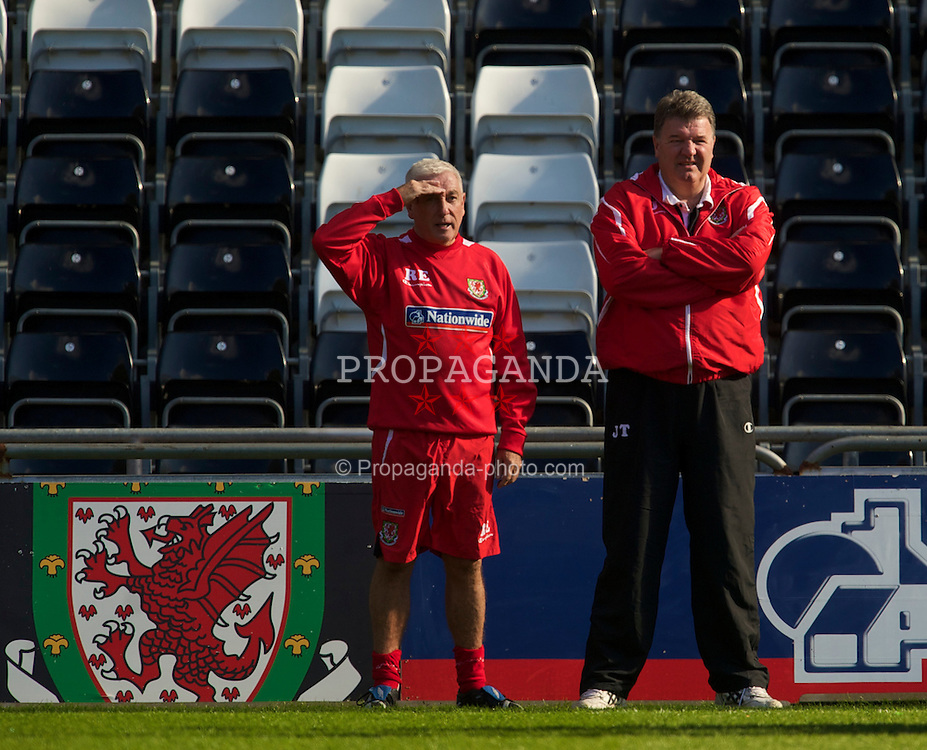 SWANSEA, WALES - Monday, March 1, 2010: Wales' manager John Toshack MBE and assistant coach Roy Evans during training at the Liberty Stadium ahead of the international friendly match against Sweden. (Photo by David Rawcliffe/Propaganda)