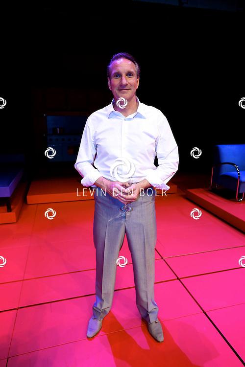 AMSTERDAM - In het DeLaMar Theater is de premiere van een Nederlands toneelstuk 'Een Ideale Vrouw' een komedie over liefde. Met op de foto  Peter Blok. FOTO LEVIN DEN BOER - PERSFOTO.NU