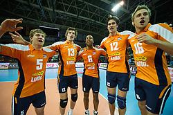 01-07-2012 VOLLEYBAL: EUROPEAN LEAGUE TURKIJE - NEDERLAND: ANKARA<br /> Nederland wint de European League 2012 door Turkije met 3-2 te verslaan / <br /> Jelte Maan (#5 NED), Maarten van Garderen (#13 NED), Tony Krolis (#6 NED), Wytze Kooistra (#12 NED), Robin Overbeke (#16 NED)<br /> ©2012-FotoHoogendoorn.nl/Conny Kurth