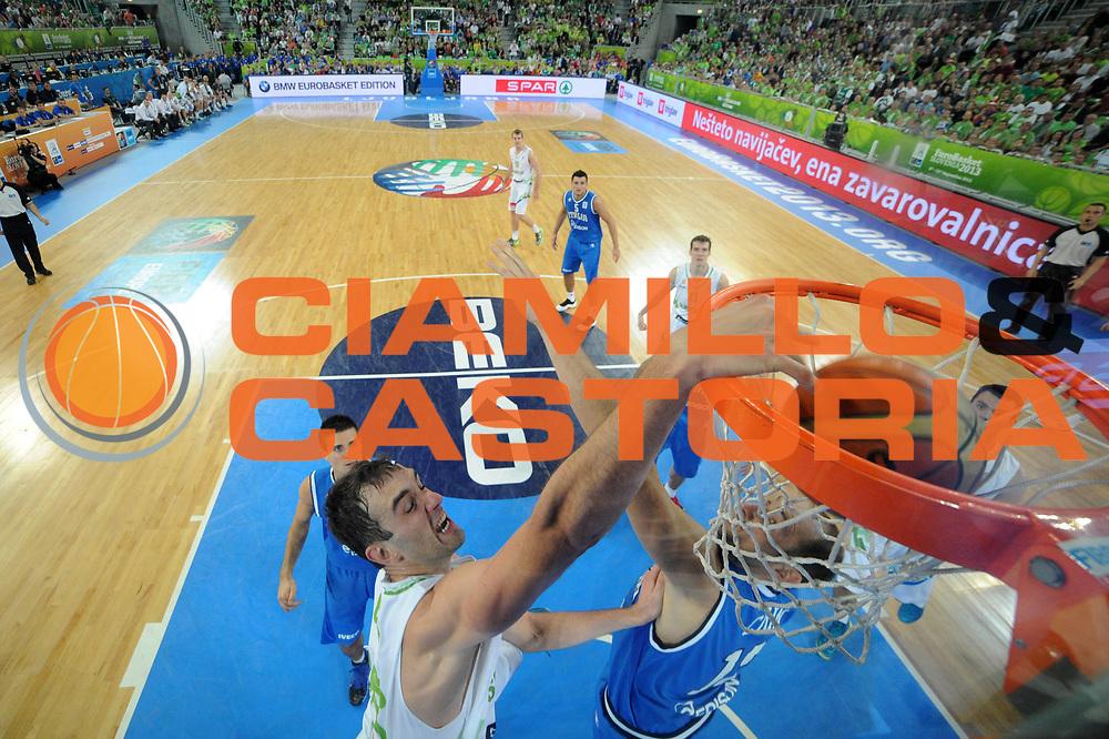 DESCRIZIONE : Lubiana Ljubliana Slovenia Eurobasket Men 2013 Second Round Slovenia Italia Slovenja Italy<br /> GIOCATORE : Domen Lorbek<br /> CATEGORIA : schiacciata dunk special<br /> SQUADRA : Slovenia Slovenja<br /> EVENTO : Eurobasket Men 2013<br /> GARA : Slovenia Italia Slovenja Italy<br /> DATA : 12/09/2013 <br /> SPORT : Pallacanestro <br /> AUTORE : Agenzia Ciamillo-Castoria/C.De Massis<br /> Galleria : Eurobasket Men 2013<br /> Fotonotizia : Lubiana Ljubliana Slovenia Eurobasket Men 2013 Second Round Slovenia Italia Slovenja Italy<br /> Predefinita :