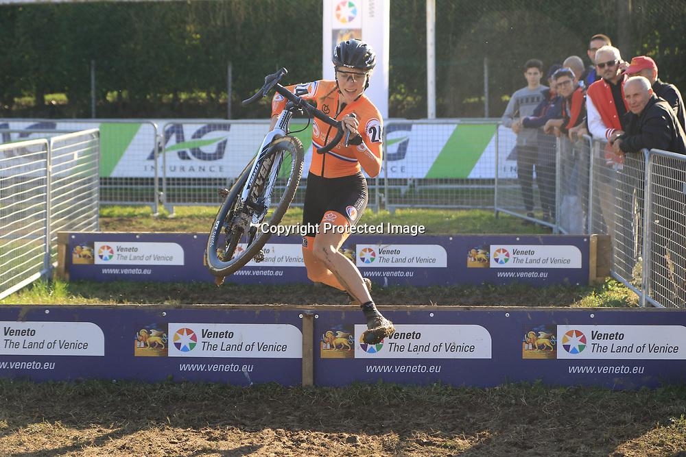 10-11-2019: Wielrennen: Europees Kampioenschap Veldrijden: Silvelle<br />Yara Kastelijn pakt de titel bij de vrouwen