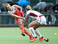 SCHIEDAM - Xan de Waard (Ned) met rechts Alix GERNIERS (Bel)   tijdens een oefenwedstrijd tussen  de dames van Nederland en Belgie , in aanloop naar het  EK Hockey, eind augustus in Amstelveen. COPYRIGHT KOEN SUYK