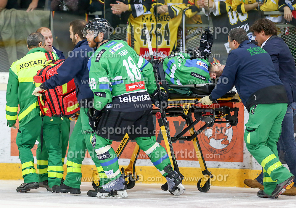 27.09.2015, Albert Schultz Halle, Wien, AUT, EBEL, UPC Vienna Capitals vs HDD TELEMACH Olimpija Ljubljana, 6. Runde, im Bild Andrej Tavzelj (HDD TELEMACH Olimpija Ljubljana) und Guilaume Desbiens (HDD TELEMACH Olimpija Ljubljana) // during the Erste Bank Icehockey League 6th round match between UPC Vienna Capitals and HDD TELEMACH Olimpija Ljubljana at the Albert Schultz Halle in Vienna, Austria on 2015/09/27. EXPA Pictures © 2015, PhotoCredit: EXPA/ Alexander Forst