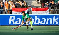 AMSTELVEEN - Ammad Butt (Pak) tijdens  de tweede  Olympische kwalificatiewedstrijd hockey mannen ,  Nederland-Pakistan (6-1). Oranje plaatst zich voor de Olympische Spelen 2020.  COPYRIGHT KOEN SUYK