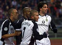 20.11.2001 MŸnchen, Deutschland, <br />UEFA Champions League, FC Bayern München - Manchester United, Jubel um Manchesters Ruud van Nistelrooy nach seinem Tor zum 1:0 mit David Beckham und Silvestre. © ALEX GRIMM/Digitalsport