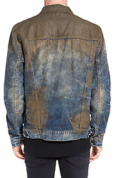 """April 28, 2017 - inconnu - A high-end jeans label s dirtying the market – by offering clothes which look like they are caked with mud.New York-based PRPS is selling the men's blue denim jeans in various different cuts, for $425 USD / €390 Euros a pair.There is also a matching denim jacket for the same $425 USD price.On-line store Nordstrom, which also sells the jeans, says of them:"""" The crackled, caked-on muddy coating that shows you're not afraid to get down and dirty.""""The jeans which come in Barracuda and Demon straight leg fits, are actually stained with fake mud geared towards customers who enjoy distressed denim.Nordstrom added that they look like """"rugged, Americana work-wear that's seen some hard-working action"""". # 'NORDSTROM' COMMERCIALISE UN JEAN COUVERT DE FAUSSE BOUE (Credit Image: © Visual via ZUMA Press)"""