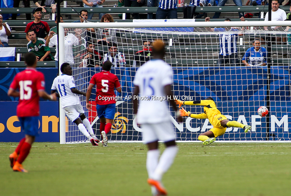 Honduras forward Alberth Josue Elis Martínez #17, looks at his goal against Costa Rica in the second half of a CONCACAF men's Olympic qualifying soccer match in Carson, Calif., Sunday, Oct. 4, 2015. Honduras won 2-0. (AP Photo/Ringo H.W. Chiu)