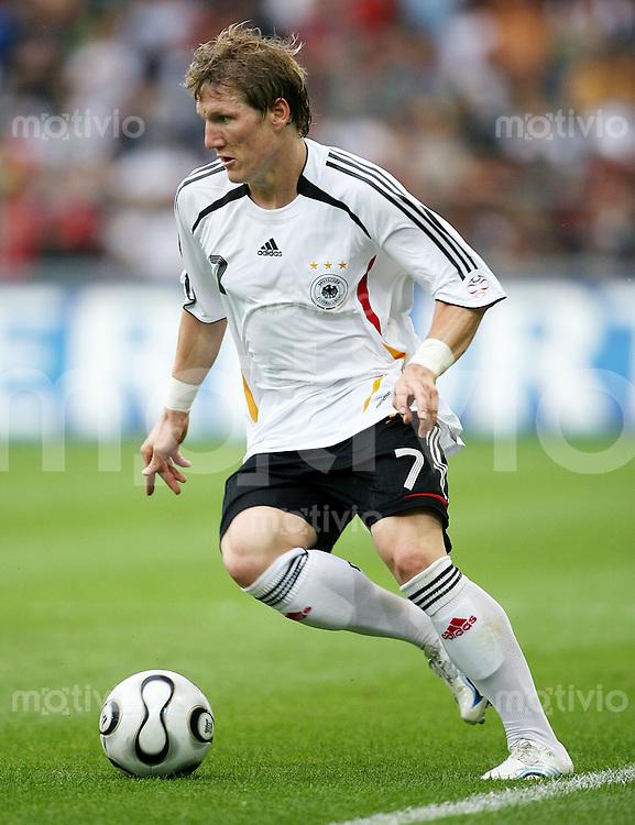 Fussball International  Deutsche Nationalmannschaft Bastian SCHWEINSTEIGER (Deutschland), Einzelaktion am Ball