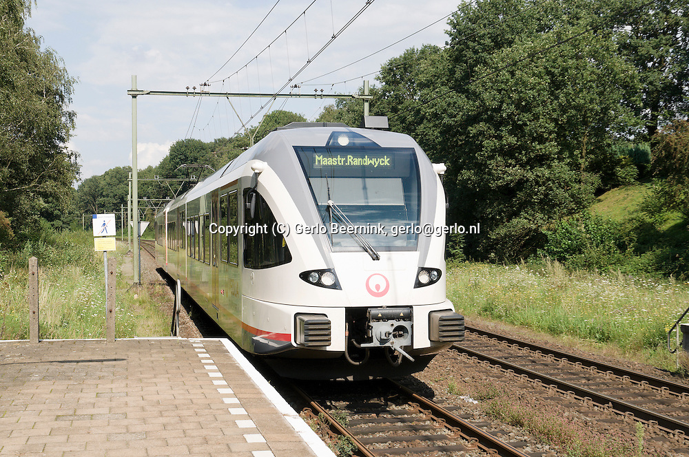 Nederland, Klimmen-Ransdaal, 20110815..Lightrail treinen van spoorvervoerder Veolia op het traject Heuvellandlijn (Zuid-Limburg). Veolia heeft op dit traject de concessie..Tracé van de trein tussen Heerlen en Maastricht nabij het station van Klimmen-Ransdaal..De route voert door heuvelachtig boslandschap..treinstellen van het type GTW van de Zwitserse fabrikant Stadler Rail..Netherlands, Klimmen-Ransdaal, 20110815..Lightrail trains from Veolia. Veolia is the rail carrier on the route Heuvellandlijn (Southern Limburg). Veolia has the franchise on this route..Route of the train between Heerlen and Maastricht, near the train station of Klimmen-Ransdaal.The route leads through hilly forest landscape.