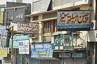 19 OCT 2001, RAWALPINDI/PAKISTAN:<br /> Geschaeftsschilder in einer Strasse in Rawalpindi in der Naehe von Islamabad<br /> IMAGE: 20011019-02-004<br /> KEYWORDS: sign, werbung, promotion