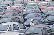 ULSAN port: exporting HYUNDAI vehicles on their way to the American market,  Port de ULSAN exportation des voitures HYUNDAI destinees au marche americain //////R27/15    L2580  /  R00027  /  P0003478