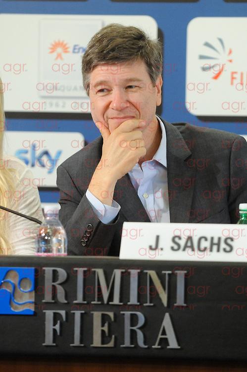 Jeffrey Sachs (Detroit, 5 novembre 1954) è un economista e saggista statunitense. È direttore dell'Earth Institute alla Columbia University.