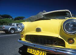 Vintage car in Clifton Beach beneath Table Mountain (Credit Image: © Axiom/ZUMApress.com)