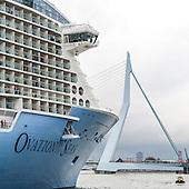 Cruiseschip Ovation of the Seas in Rotterdam