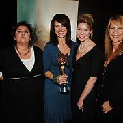NLD/Bussum/20051212 - Uitreiking Gouden Beelden 2005,  Gooische Vrouwen met hun prijs, Annet Malherbe, Susan Visser, Tjitske Reidinga en Linda de Mol